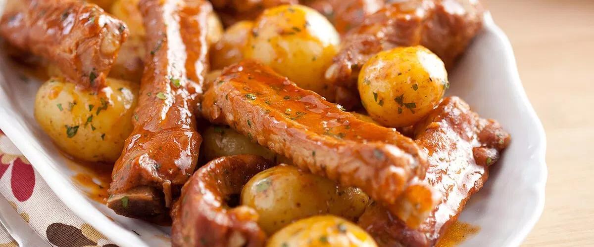 Receita para o fim de semana: Costelinha de porco com batatas!